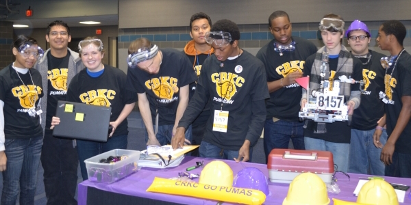 Precious Blood Volunteer with the Robotics Club from Cristo Rey Kansas City High School